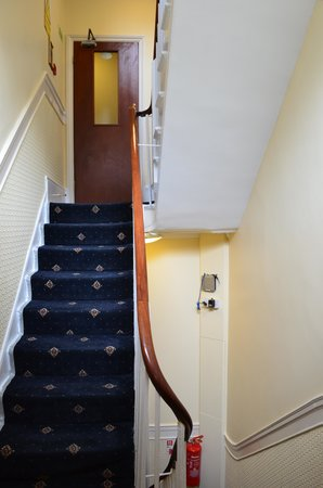 Days Inn London Hyde Park: Stairwell