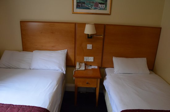 Days Inn London Hyde Park: Don't be fooled - disgusting pillows!