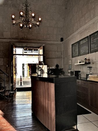Cafe Connection: Lovely high ceiling