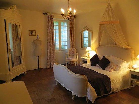 Moulin de la Ville: Large bedroom with ensuite