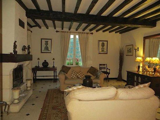 Moulin de la Ville: Living room off bedroom