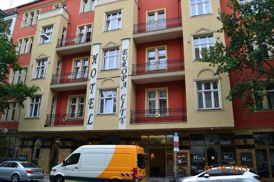 Europa City Hotel : вид с Konstanzer Str