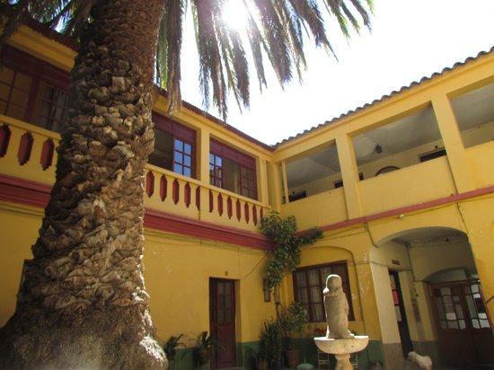 Alojamiento Potosi Hostal: cour intérieure