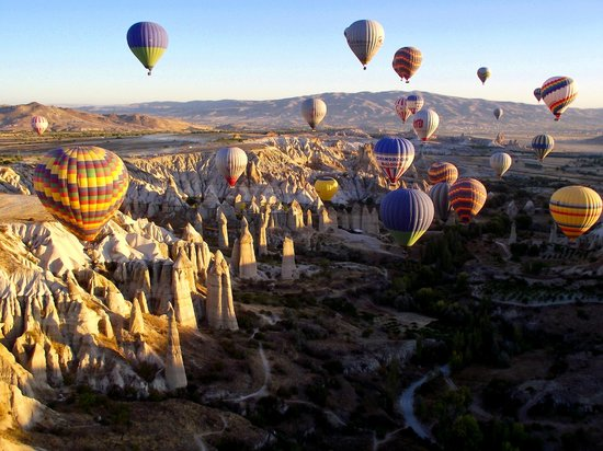 Goreme, Turki: Hot air ballooning over Cappadocia