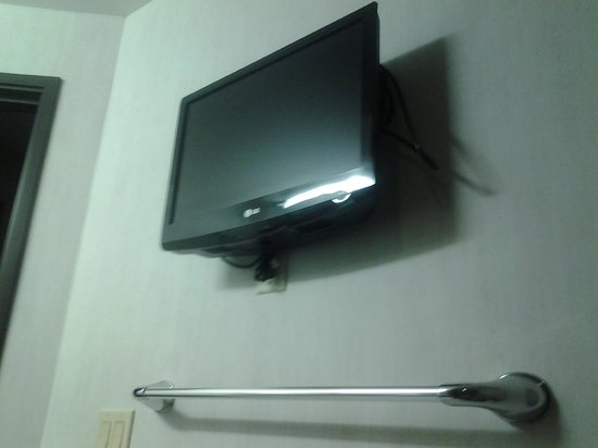 Comfort Suites : TV in BATHROOM- Available in ALL BATHROOMS
