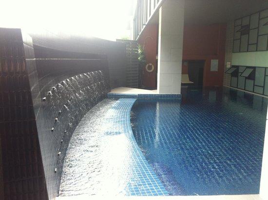 Beyond Suite Hotel: indoor pool