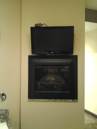 Comfort Suites : TV/Fireplace for Jacuzzi Section