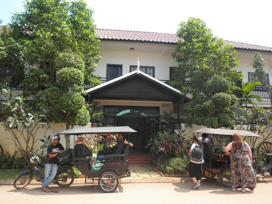Angkor RF Boutique Hotel: Out front