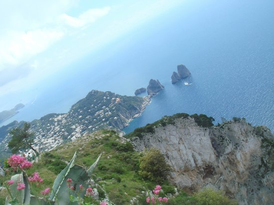 Belvedere di Tragara : มุมมองจากยอดเขาที่เกาะคาปรี