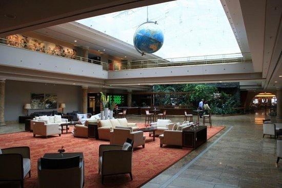 Grand Elysee Hotel Hamburg : One of the lobby areas