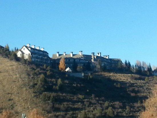 Lodge & Spa at Cordillera: Lodge on the ridge