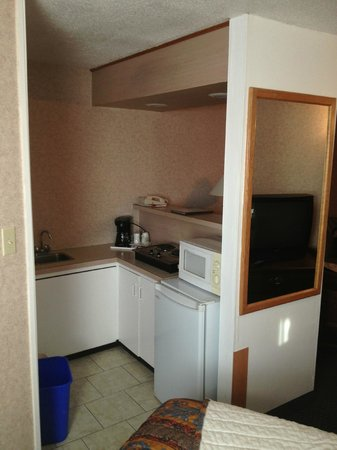 Econo Lodge Motel Village : The kitchen