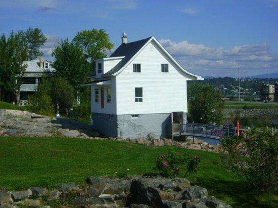 Terrain de la maison picture of musee de la petite for A la maison blanche