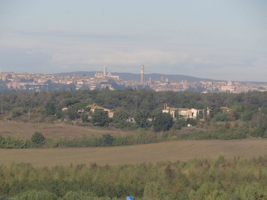 Montaperti Hotel: View of Siena (telephoto) from our bedroom (rm 217)
