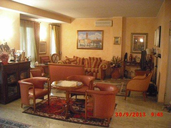 Garibaldi hotel & restaurant: la sala dell'albergo (lato salottino)