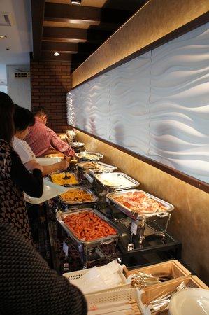 Hotel Keihan Kyoto Grande: 飯店西式早餐的狀況1
