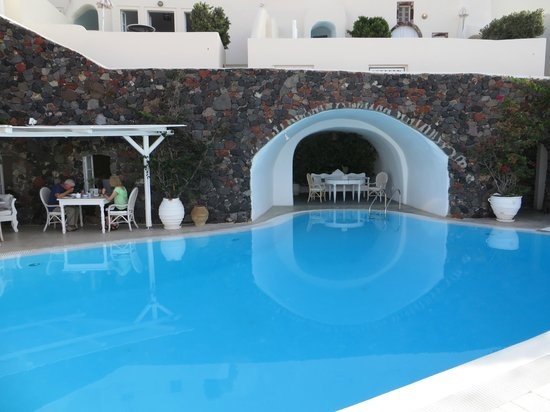 Canaves Oia Hotel: Pool / breakfast area
