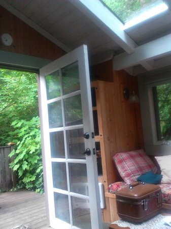 Bridal Veil Lodge : French door of lower cottage room