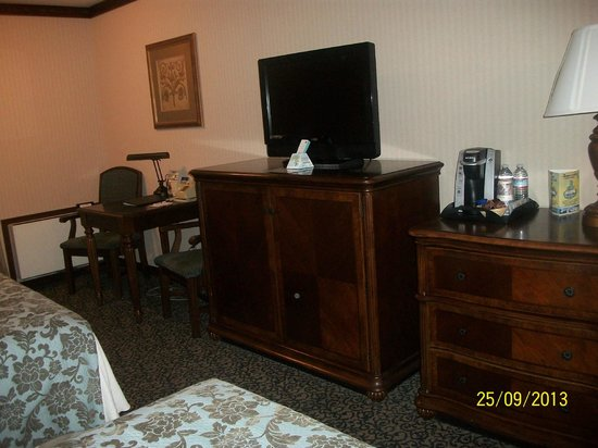 BEST WESTERN Edgewater Resort: Space for computer