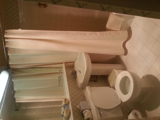George Washington University Inn : Bathroom