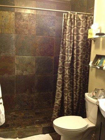 Paradise Bay Resort Hawaii: bathroom