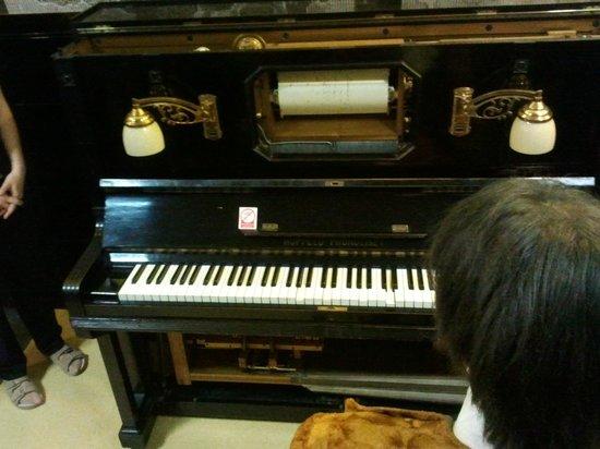 Brno Technical Museum: Пианино с перфоленой