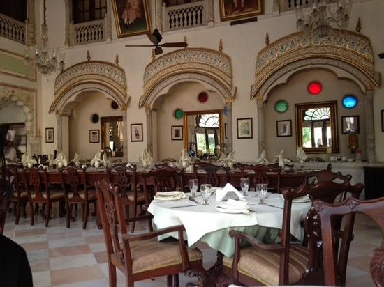 Alsisar Haveli: dining area