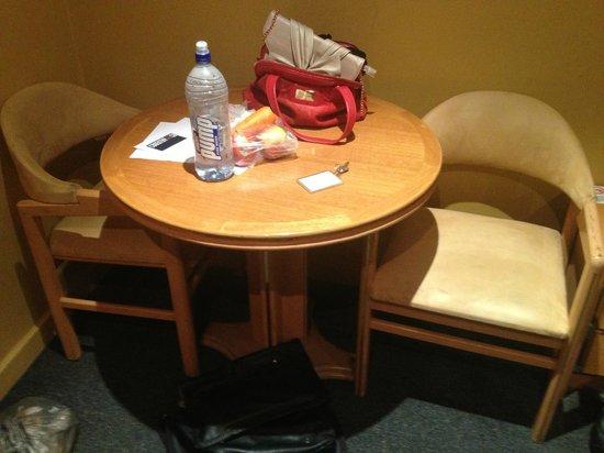 Sundowner Jika International: Table and Chairs