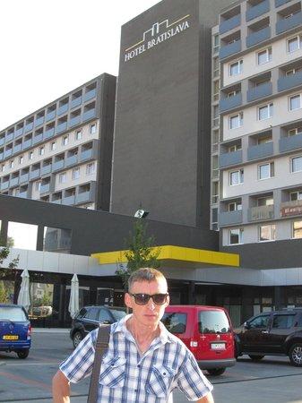 Hotel Bratislava: на фоне отеля