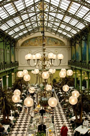 NH Collection Amsterdam Grand Hotel Krasnapolsky: Looking down on the beautiful dining room