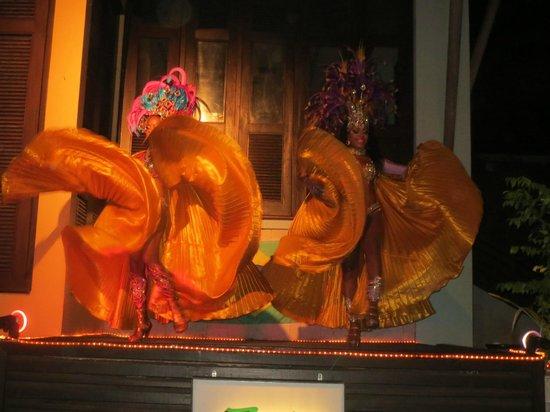 Zico's Brazilian Grill and Bar: samba girls