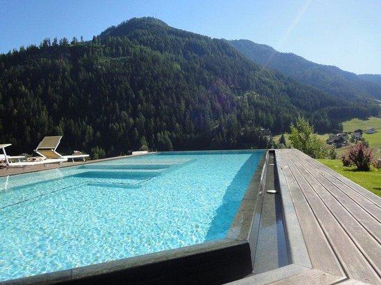 Alpenheim: Vista piscina