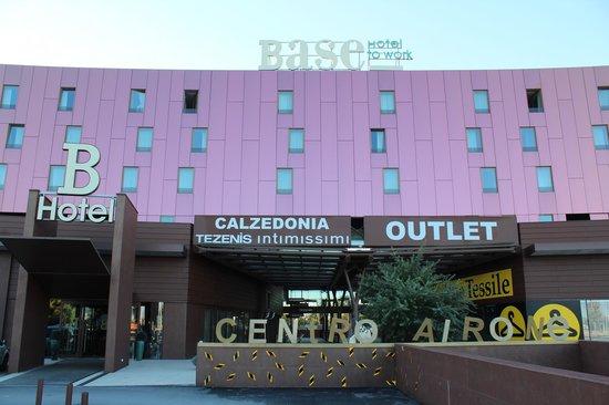 Base Hotel To Work: Fachada del Hotel