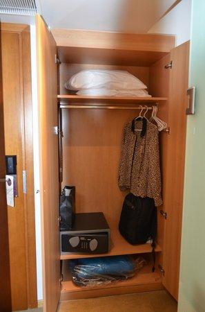 Atrion Hotel: drawers