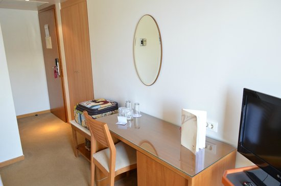Atrion Hotel: study table