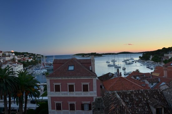 Hotel Park Hvar: Dusk from balcony