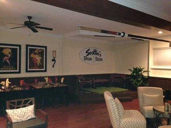 JR's Past-Time Pub: Cool Lounge