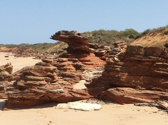 Mercure Broome: rock formations broome beach