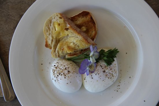 Noosa Valley Manor B&B Retreat: Freshly laid eggs for breakfast