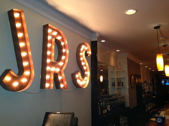 JR's Past-Time Pub: New Hotspot!