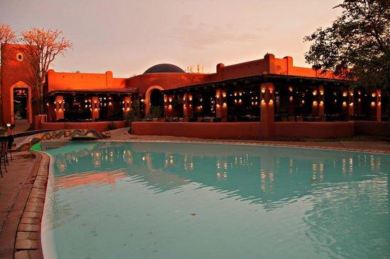 AVANI Victoria Falls Resort: Sundowner Time