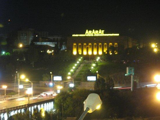 Best Eastern Hotel Metropol: Ночной вид из номера