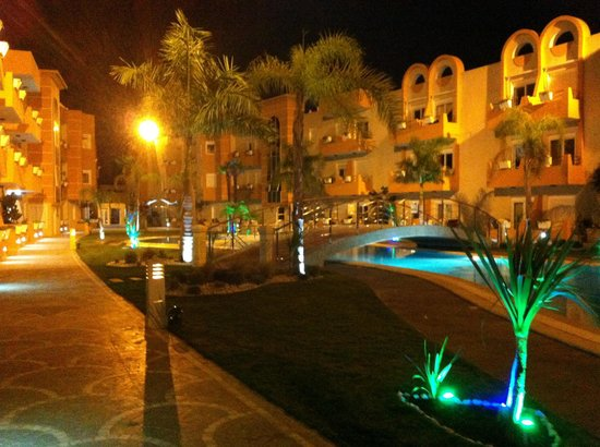 The Dunes Golf and Spa Resort: At night lovely to relax with friends in garden