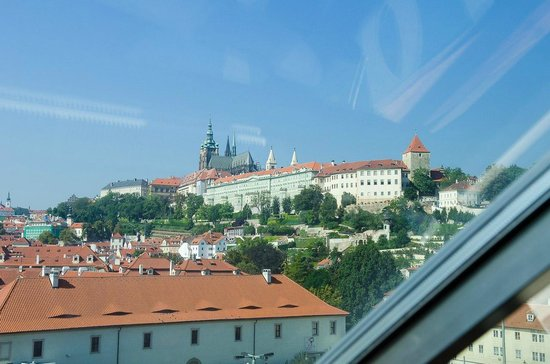 Klarov: Вид из окна люкса на Пражский град