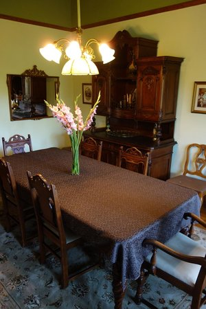 The Pink Mansion : Dining table 2/breakfast