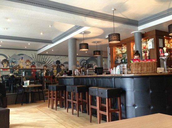 Treacle Bar and Kitchen: Artistic interior