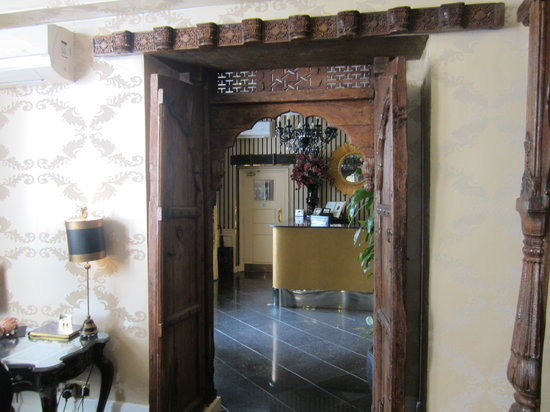 New Linden Hotel: Through to the Lobby