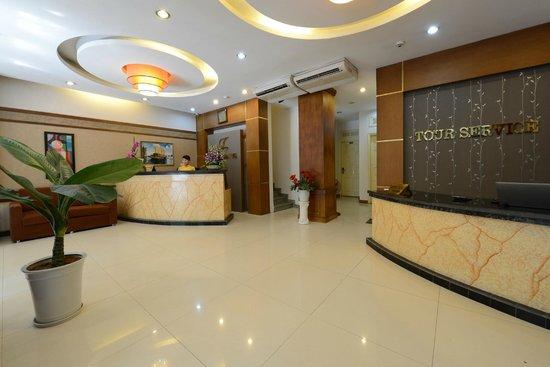 Tu Linh Legend Hotel: Reception