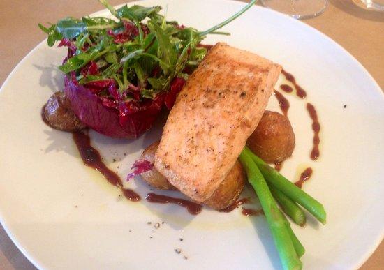 Cardone's Seafood & Grill: Atlantic Salmon