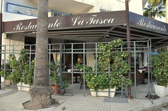 La Tasca: outside